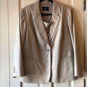 Pretty beige Eloquii skirt suit!
